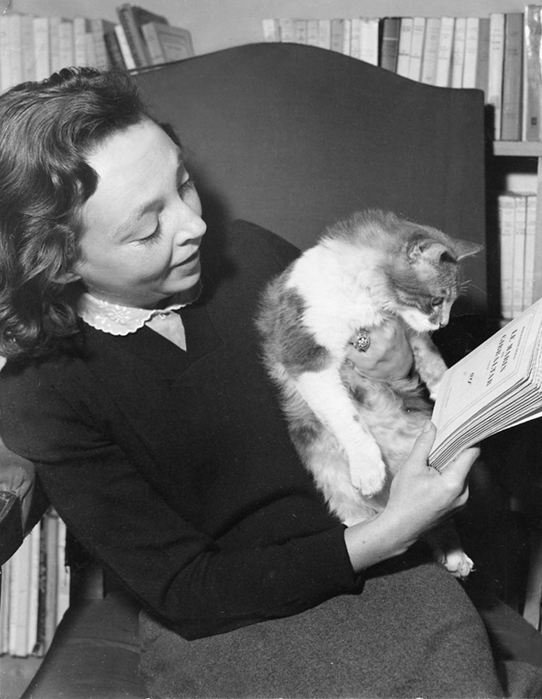 Marguerite Duras avec son chat